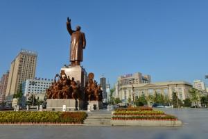 中山廣場毛主席像。