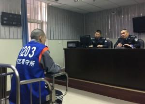 被遣送大陸的台籍詐騙案嫌犯劉泰廷正在接受審訊。