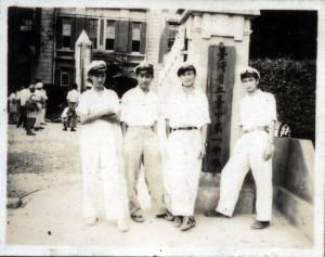 吳澍培(左一)就讀台中一中時即加入中共地下黨。