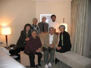 葉云云(右一)與文友們在北京與陳映真先生相聚