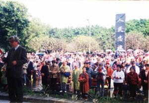 1993年白色恐怖春祭現場,陳映真代表宣讀祭文。