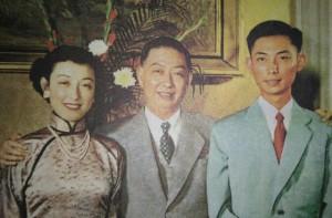 梅蘭芳(中)、梅葆玖(右)。