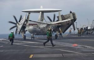 美國「卡爾·文森」號航母參與韓美「禿鷲」聯合軍演。     (新華社/法新)