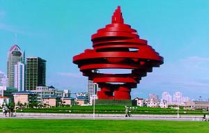 五四廣場上的主題雕塑「五月的風」。(網路圖片)