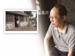 劉漢青和他居住的破房子。