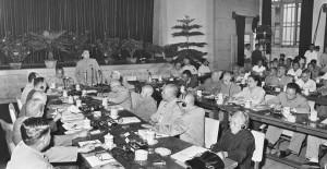 中印邊界糾紛一直存在。圖為1959年大陸全國人民代表大會常務委員會舉行擴大會議討論中印邊界問題。(新華社 劉長忠 攝)