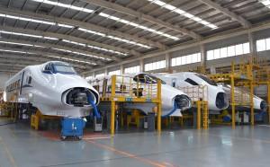 高鐵的快速發展,也是中國工業製造的一項成就。圖為中車四方的動車生產車間。