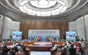 習近平主持新興市場國家與發展中國家對話會。(新華社 張鐸 攝)