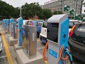 大陸「共享汽車」大多使用電動車,充電樁的建設成為關鍵因素之一。