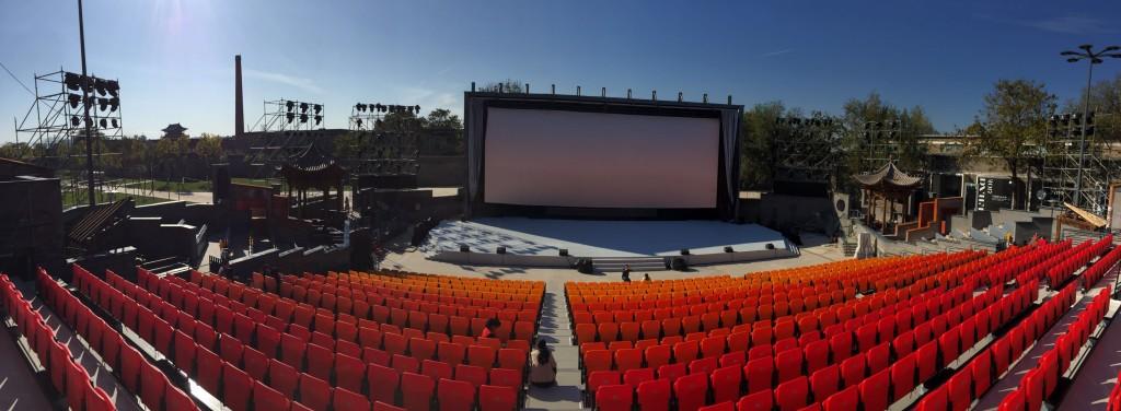 可容納1500人的「站台-露天劇場」。