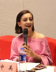 美國女孩擔任第十六任貴州丹寨小鎮的鎮長。
