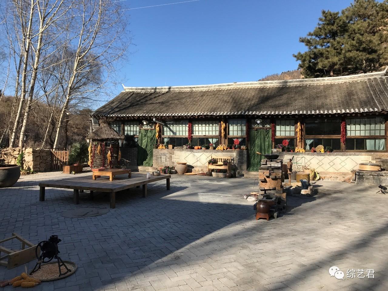 位於北京密雲靈山腳下的蘑菇屋。