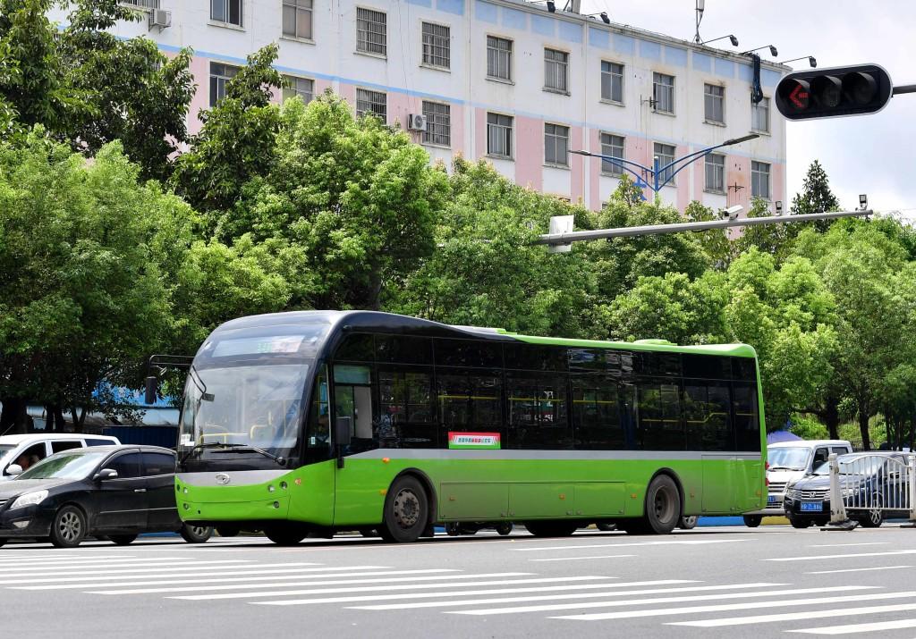 2017年起,純電動公車在廣西貴港市街頭運行。