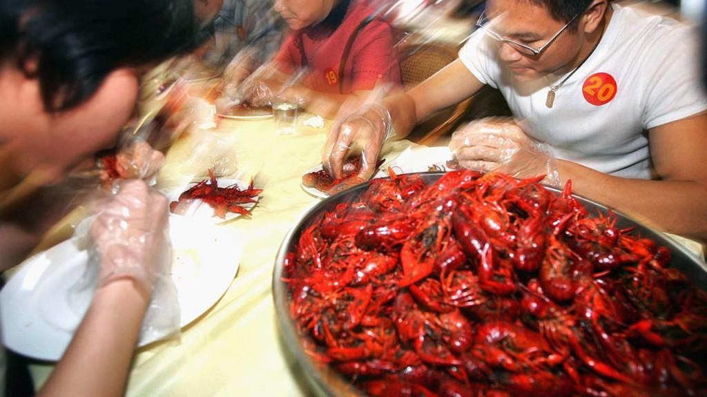 中國大陸小龍蝦「產業」吃出千億人民幣商機。