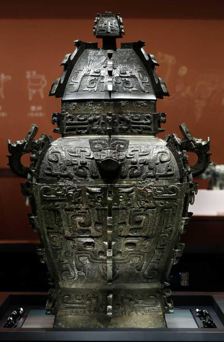 《皿方罍》的器蓋與器身分離百年後才又重逢。