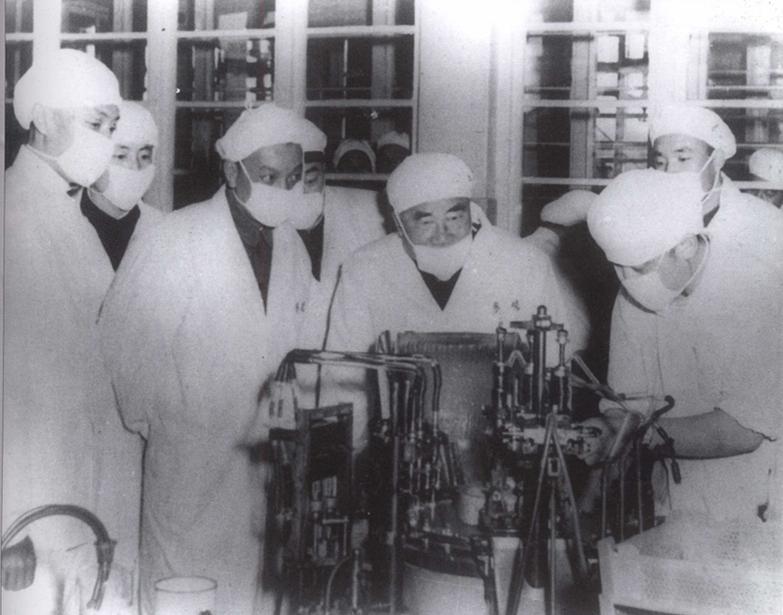1959年11月16日,朱德曾來林棟工作的北京製藥廠視察。