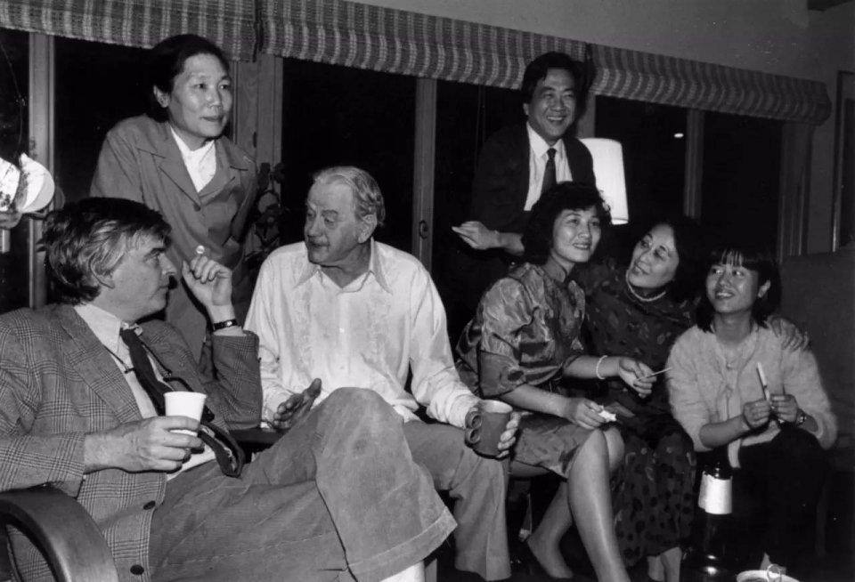 1983年,陳映真與夫人陳麗娜於聶華齡與保羅安格爾家中。
