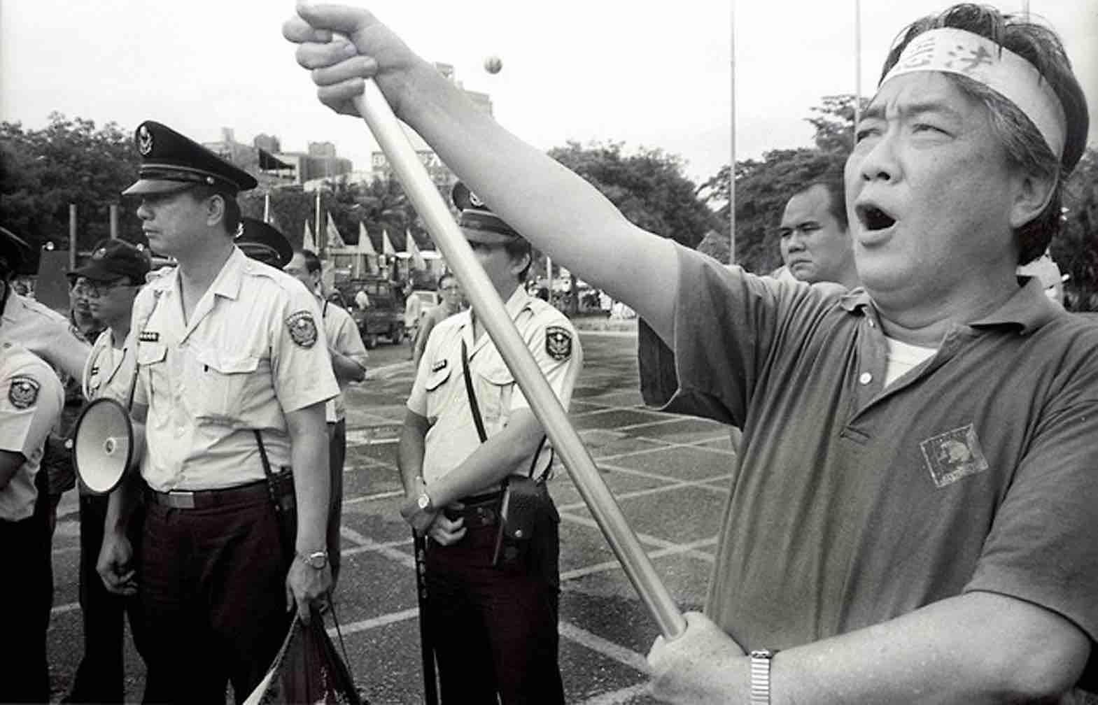 1991年陳映真參加五一遊行。(李文吉攝)
