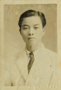 鄭堅考上台灣省升學內地大學公費生,被保送入廈門大學(1946年)。