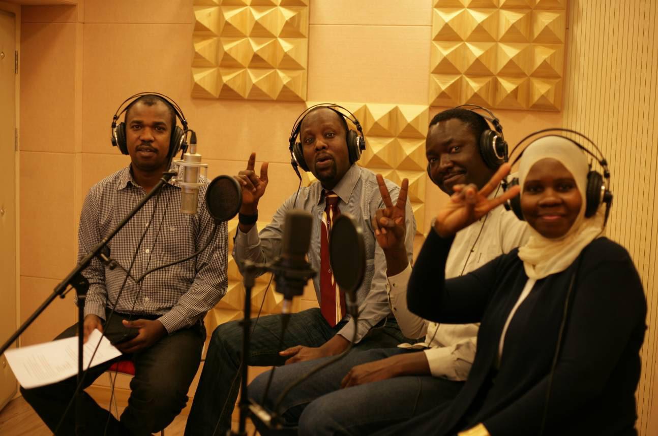 非洲配音員為大陸影劇節目配音。(網路圖片)