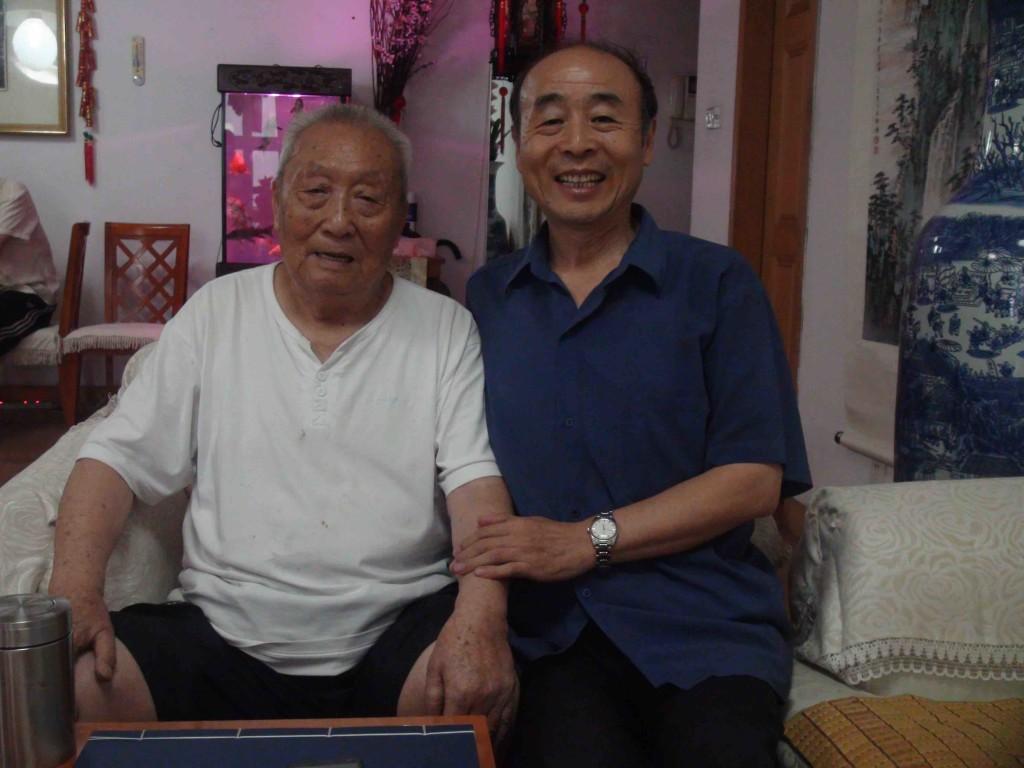 黃正襄先生與筆者合影。