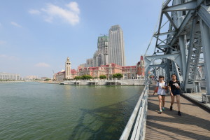 解放橋上可以望見海河歷史建築區